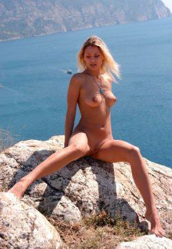 Девушка из Новосибирска. Ищу мужчину для встреч и секса.